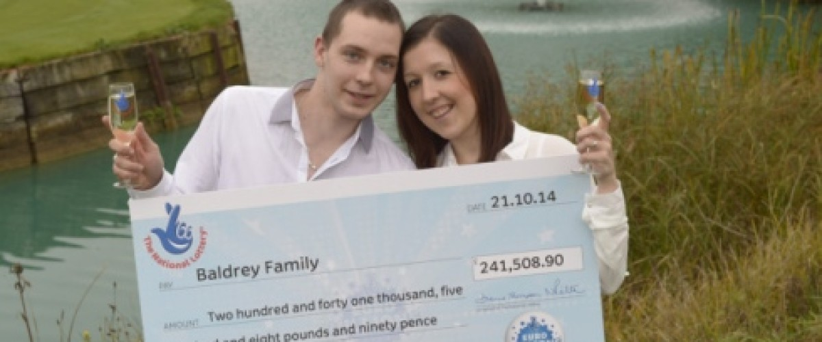 Young Couple can Enjoy Dream Wedding after £240,000 EuroMillions Win