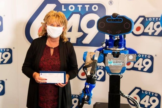 Life Sized Robot Presents $6m Lotto 6/49 Cheque