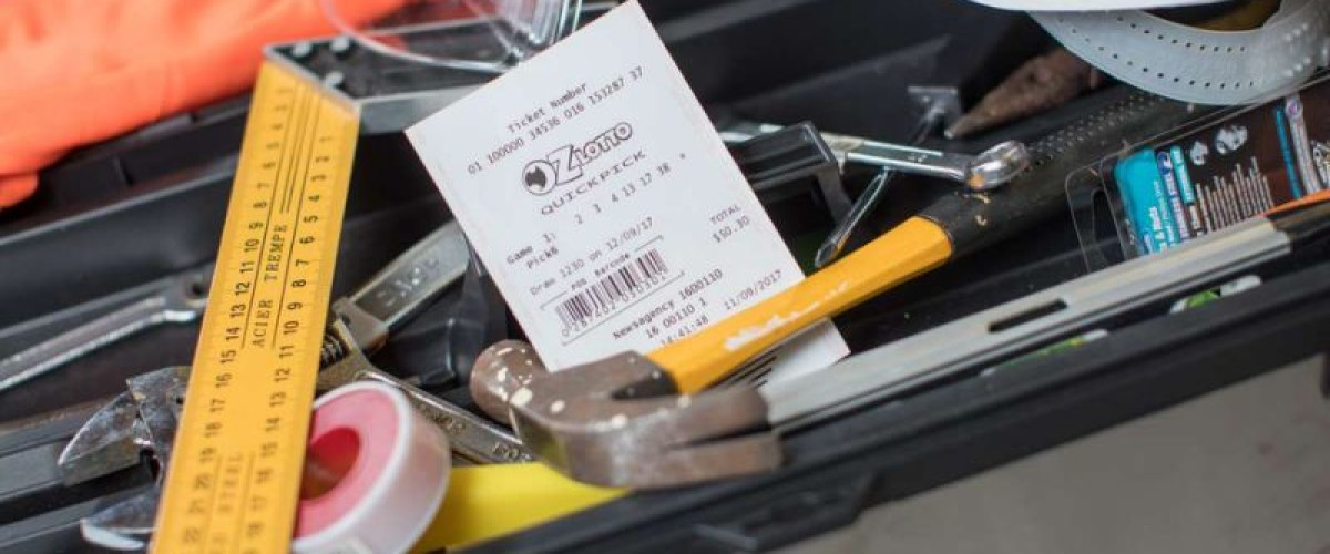 Melbourne construction worker downs tools after Oz Lotto win