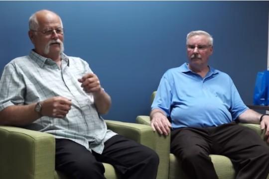Dos viejos amigos ganan 22 millones de dólares en la Powerball