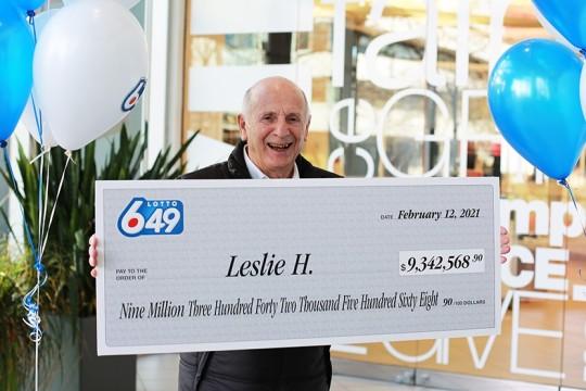 Un hombre de West Vancouver gana 9.3 millones de dólares en la Lotto 649 canadiense