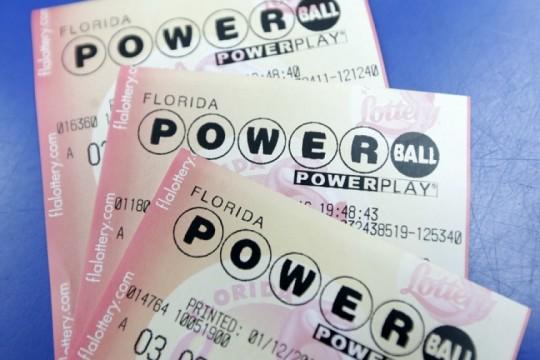 Thomas Yi, de 23 años, gana 235 millones de dólares en la Powerball