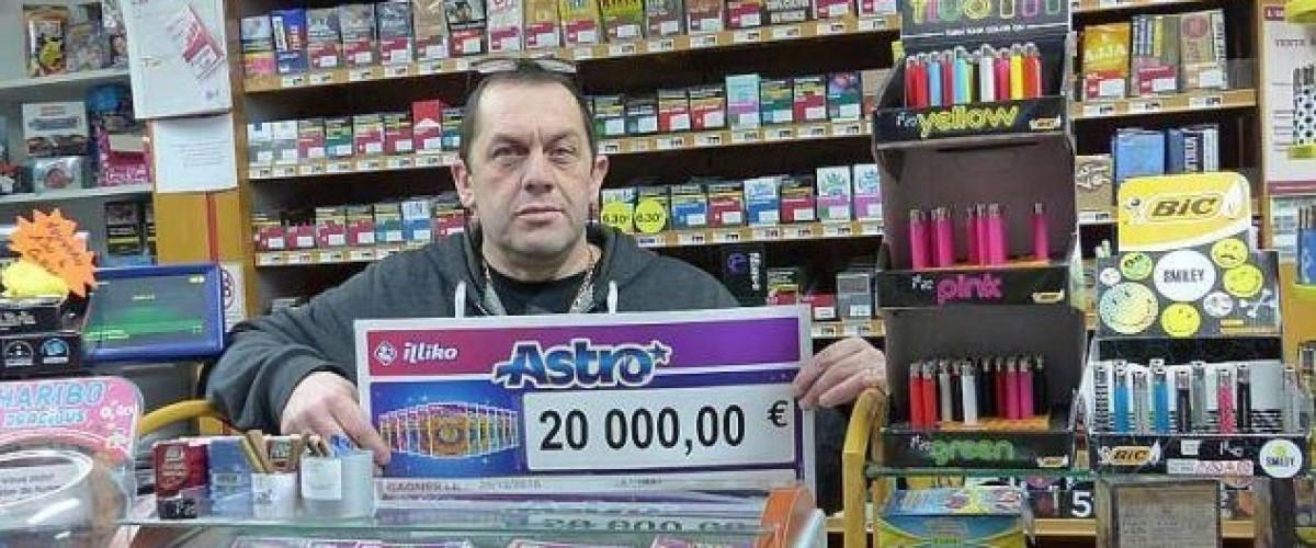 Un ticket Astro gagnant judicieusement ajouté à une « pochette-cadeau » de jeux