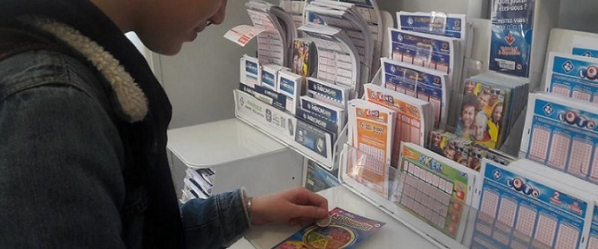 Le jackpot du ticket Millionnaire « coupé sous le pied » d'un joueur trop galant