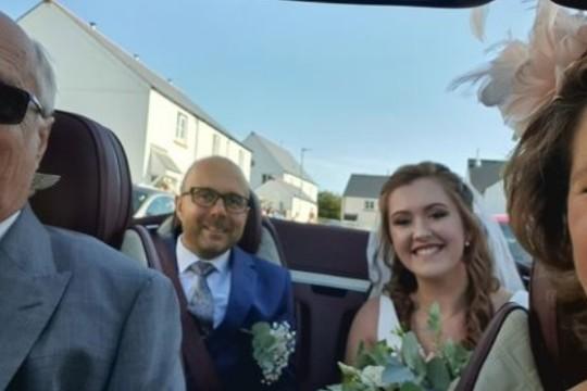 Un gagnant du Loto Britannique assure de la féérie à un « mariage-Covid »
