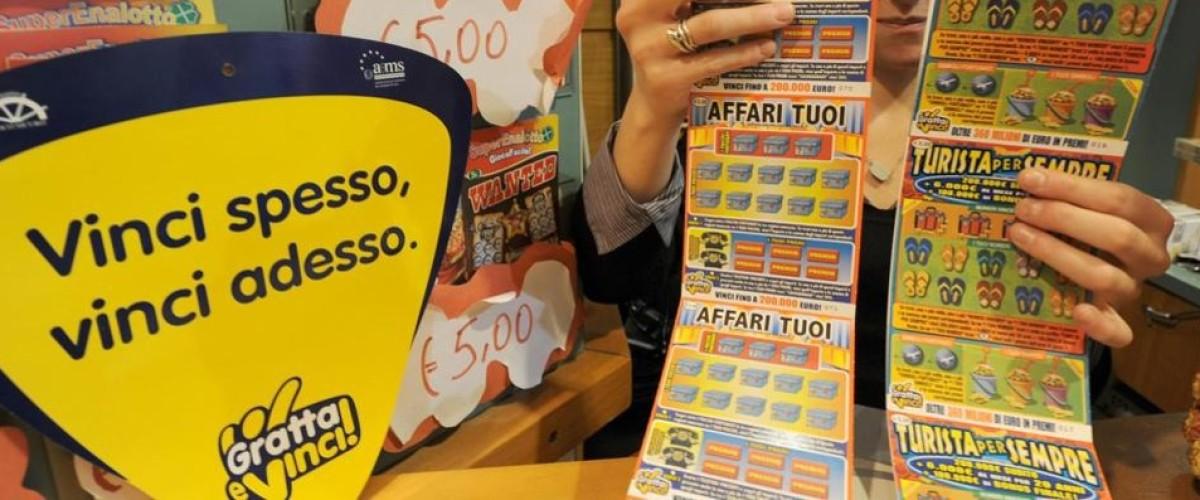 """Italie : son """"doublé"""" aux tickets à gratter éveille les soupçons"""