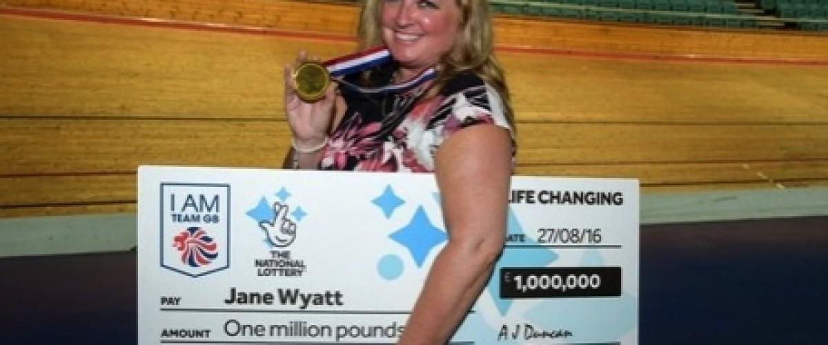 Sogna di vincere alla lotteria, e alla fine... vince un milione al Lotto britannico!