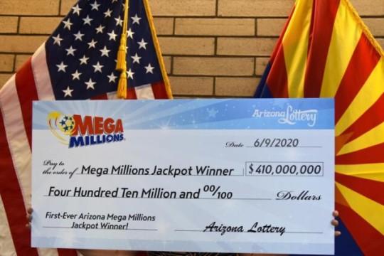 Coppia dell'Arizona reclama il jackpot al Mega Millions da 410 milioni