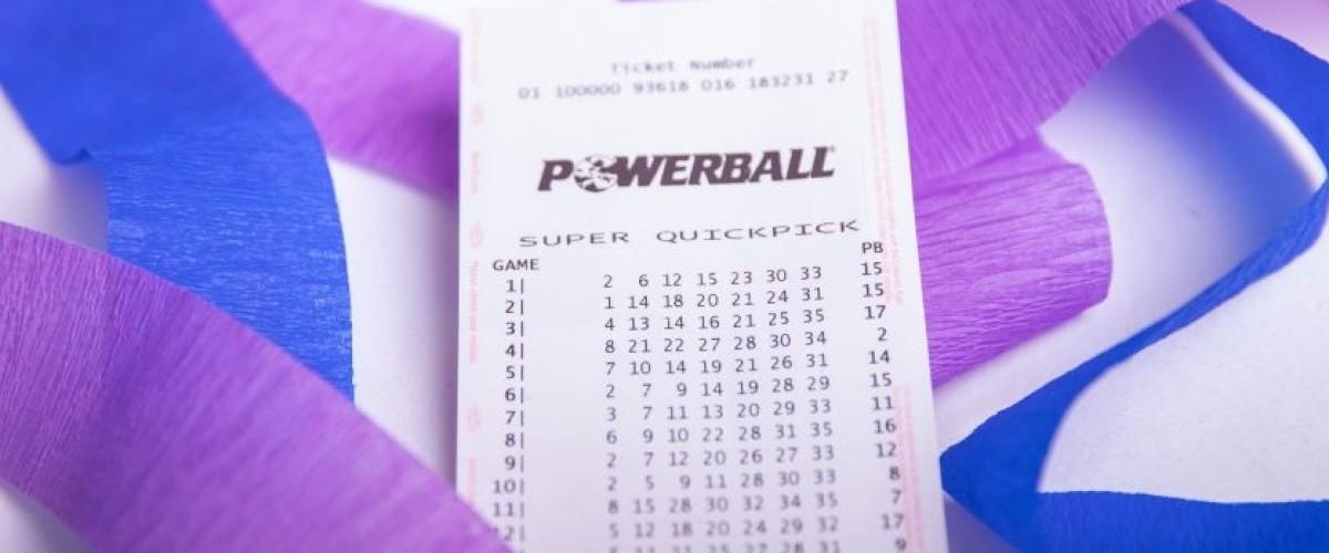 Coppia da Victoria reclama il jackpot al Powerball australiano da 80 milioni