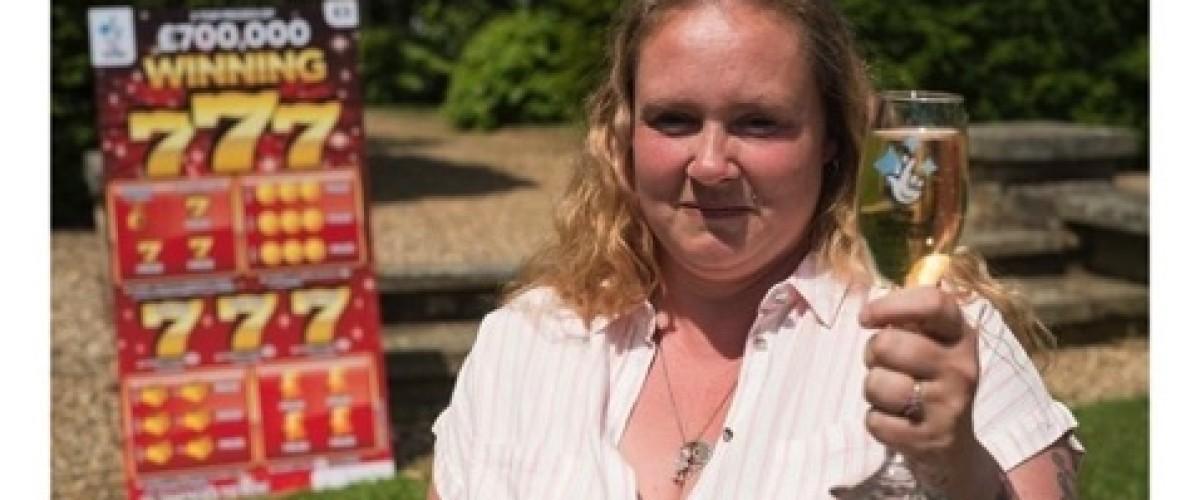 Mamma inglese madre di 5 figli vince 700 mila sterline con un gratta e vinci